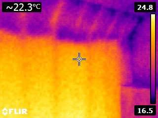 THERMAL IMAGE SHOWING HEAT LOSS THROUGH A FIRST FLOOR CEILING INTO THE ATTIC